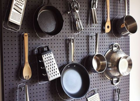 DIY KITCHEN PEGBOARD