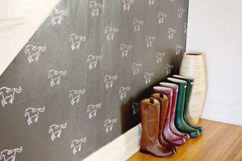 DIY CUSTOM STENCILED WALL