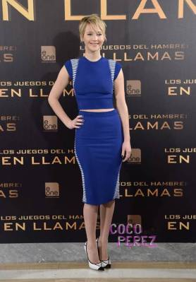 jennifer-lawrence-alexander-mcqueen-the-hunger-games-catching-fire-madrid-photocall__oPt