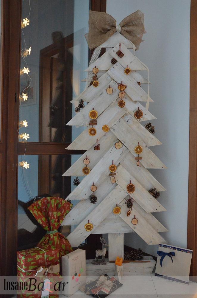 Insane bazar consiglia tre alberi di natale in legno for Arance essiccate decorazioni