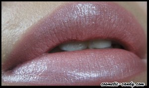 http://cosmetic-candy.com/avon-ultra-colour-rich-mega-impact-lipstick-spf-15-review/